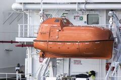 Περιφραγμένη πορτοκάλι ναυαγοσωστική λέμβος Στοκ φωτογραφία με δικαίωμα ελεύθερης χρήσης
