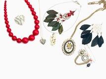 Περιδέραιο και κρεμαστά κοσμήματα που απομονώνονται στο άσπρο υπόβαθρο Στοκ Εικόνες