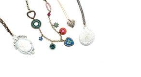 Περιδέραιο και κρεμαστά κοσμήματα που απομονώνονται στο άσπρο υπόβαθρο Στοκ φωτογραφίες με δικαίωμα ελεύθερης χρήσης