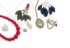 Περιδέραιο και κρεμαστά κοσμήματα που απομονώνονται στο άσπρο υπόβαθρο Στοκ Φωτογραφία