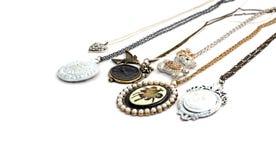 Περιδέραιο και κρεμαστά κοσμήματα που απομονώνονται στο άσπρο υπόβαθρο Στοκ Φωτογραφίες