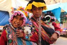 Περουβιανά κορίτσια σε Pisac στοκ εικόνες με δικαίωμα ελεύθερης χρήσης