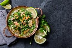Περουβιανά τρόφιμα Μύδια ceviche Κρύα σούπα με τα θαλασσινά, το λεμόνι και το κρεμμύδι στοκ φωτογραφία με δικαίωμα ελεύθερης χρήσης