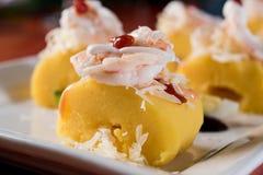 Περουβιανά τρόφιμα: Causa Rellena, Α καταπληκτικό popatoes γεμισμένος με το γεύμα καβουριών στοκ φωτογραφία με δικαίωμα ελεύθερης χρήσης