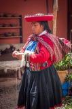 Περουβιανή γυναίκα σε Chinchero στοκ εικόνες με δικαίωμα ελεύθερης χρήσης