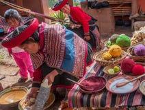 Περουβιανή γυναίκα σε Chinchero στοκ εικόνα