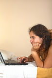 περουβιανή γυναίκα lap-top Στοκ εικόνες με δικαίωμα ελεύθερης χρήσης