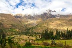 Περουβιανή ιερή κοιλάδα: Ο γύρος τραίνων σε Machu Picchu Στοκ Εικόνες