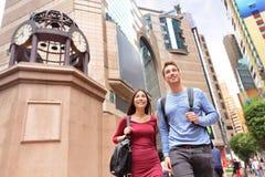 Περπάτημα ανθρώπων κόλπων υπερυψωμένων μονοπατιών της Times Square Χονγκ Κονγκ Στοκ Εικόνες
