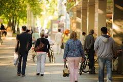 περπάτημα ανθρώπων πάρκων Στοκ Εικόνα