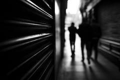 Περπάτημα ανθρώπων σκιών Στοκ εικόνα με δικαίωμα ελεύθερης χρήσης