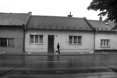 Περπάτημα από το σπίτι Στοκ εικόνα με δικαίωμα ελεύθερης χρήσης