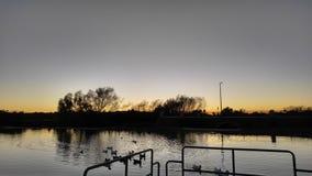 Περπάτημα γύρω από τη λίμνη στοκ φωτογραφίες με δικαίωμα ελεύθερης χρήσης