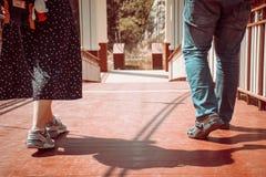 Περπάτημα ζεύγους Στοκ Εικόνες
