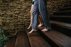 Περπάτημα ζεύγους Στοκ εικόνα με δικαίωμα ελεύθερης χρήσης