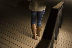 Περπάτημα κάτω από τα σκαλοπάτια Στοκ Εικόνες