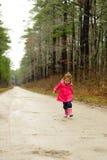 περπάτημα κοριτσιών Στοκ Εικόνα