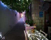 Περπάτημα μέσω των οδών της παλαιάς πόλης Chania Ελληνικό θέρετρο στοκ εικόνες