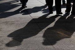 περπάτημα σκιών ανθρώπων Στοκ Εικόνες