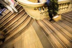 Περπάτημα στα σκαλοπάτια Στοκ φωτογραφίες με δικαίωμα ελεύθερης χρήσης