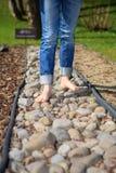 Περπάτημα στα χαλίκια Στοκ εικόνες με δικαίωμα ελεύθερης χρήσης