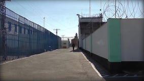 Περπάτημα στην απόσταση HD απόθεμα βίντεο
