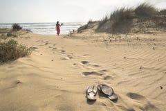 Περπάτημα στη θάλασσα Στοκ εικόνα με δικαίωμα ελεύθερης χρήσης