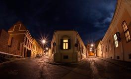 Περπάτημα στις οδούς Στοκ φωτογραφία με δικαίωμα ελεύθερης χρήσης