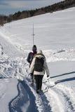 Περπάτημα στο χιόνι Στοκ εικόνες με δικαίωμα ελεύθερης χρήσης