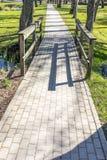 Περπάτημα της πορείας με τη γέφυρα Στοκ Φωτογραφίες