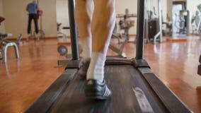 Περπάτημα των ποδιών treadmill φιλμ μικρού μήκους