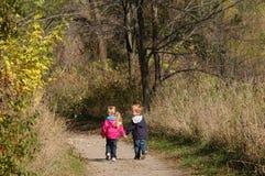 περπάτημα χεριών στοκ φωτογραφία με δικαίωμα ελεύθερης χρήσης