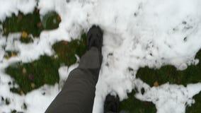 περπάτημα χιονιού ατόμων απόθεμα βίντεο