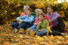 Περπατήστε μια μεγάλη οικογένεια Στοκ Φωτογραφίες