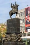 Περπατώντας άνθρωποι στην πλατεία του Μιλάνου βασιλιάδων στην πόλη των ΝΑΚ, Σερβία στοκ φωτογραφίες