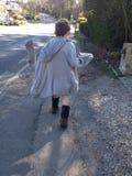 Περπατώντας αγόρι Στοκ φωτογραφία με δικαίωμα ελεύθερης χρήσης