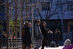 Περπατώντας μοναχός στοκ φωτογραφία
