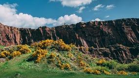 Περπατώντας στον απότομο βράχο, Εδιμβούργο Σκωτία Στοκ Φωτογραφίες