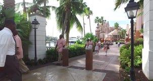 Περπατώντας τη γούρνα το τροπικό θέρετρο, αλλαγή της μετατόπισης στην υπηρεσία ξενοδοχείων, Μπαχάμες φιλμ μικρού μήκους