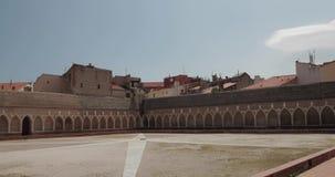 Περπινιάν, Γαλλία Το μοναστήρι-νεκροταφείο του ST John, που ονομάζεται Campo Santo στην ηλιόλουστη θερινή ημέρα Άγιος John ο βαπτ απόθεμα βίντεο