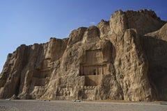 Περσικά αρχαία βορειοδυτικά νεκρόπολη naqsh-ε Rustam Persepolis στην αρχαία ιρανική ανακούφιση βράχου του Ιράν επαρχιών Fars στοκ φωτογραφίες με δικαίωμα ελεύθερης χρήσης