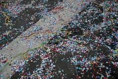 Πεσμένες κομφετί και ταινίες Στοκ Φωτογραφίες