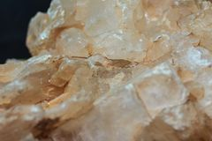 Πεταλώδης συνήθεια γύψου ή πεταλώδη κρύσταλλα του βράχου γύψου specim στοκ φωτογραφία με δικαίωμα ελεύθερης χρήσης