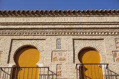 Πεταλοειδείς αψίδες πέρα από το mudejar τοίχο τούβλων, Τολέδο, Ισπανία Στοκ Εικόνα