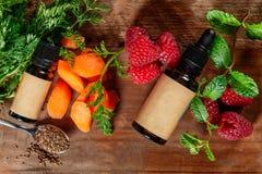 Πετρέλαιο σπόρου καρότων και σμέουρων Καθαρός, φυσικός Aromatherapy, πετρέλαιο βάσεων μασάζ, Sunscreen στοκ φωτογραφία με δικαίωμα ελεύθερης χρήσης