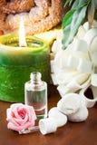 Πετρέλαιο Aromatherapy με το ροδαλό άρωμα Στοκ φωτογραφία με δικαίωμα ελεύθερης χρήσης