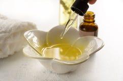 Πετρέλαια Aromatherapy για την επεξεργασία μασάζ Στοκ Εικόνες