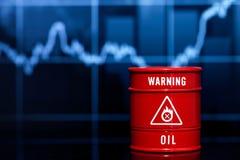 Πετρέλαιο βαρελιών στο μπλε διάγραμμα Στοκ εικόνες με δικαίωμα ελεύθερης χρήσης