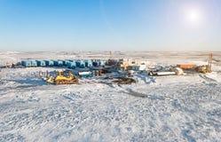 πετρέλαιο βιομηχανίας φ&upsilo Χειμερινό βιομηχανικό τοπίο Στοκ Εικόνα