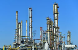Πετρέλαιο και βιομηχανία φυσικού αερίου, εργοστάσιο πετροχημικών στοκ εικόνες